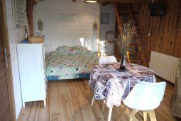 Natural lodge intérieur chambre et pièce de vie